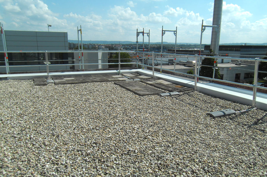 Geländer auf dem Flachdach